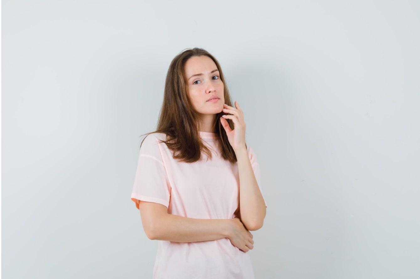 Comment traiter la peau grasse?